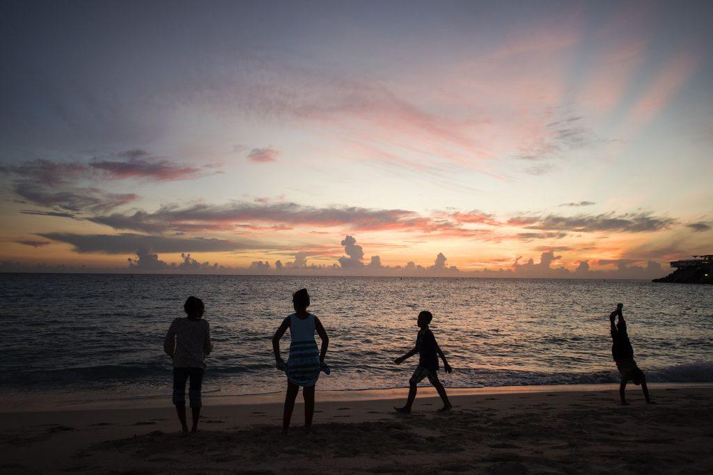 Zachód słońca nad Maho Beach