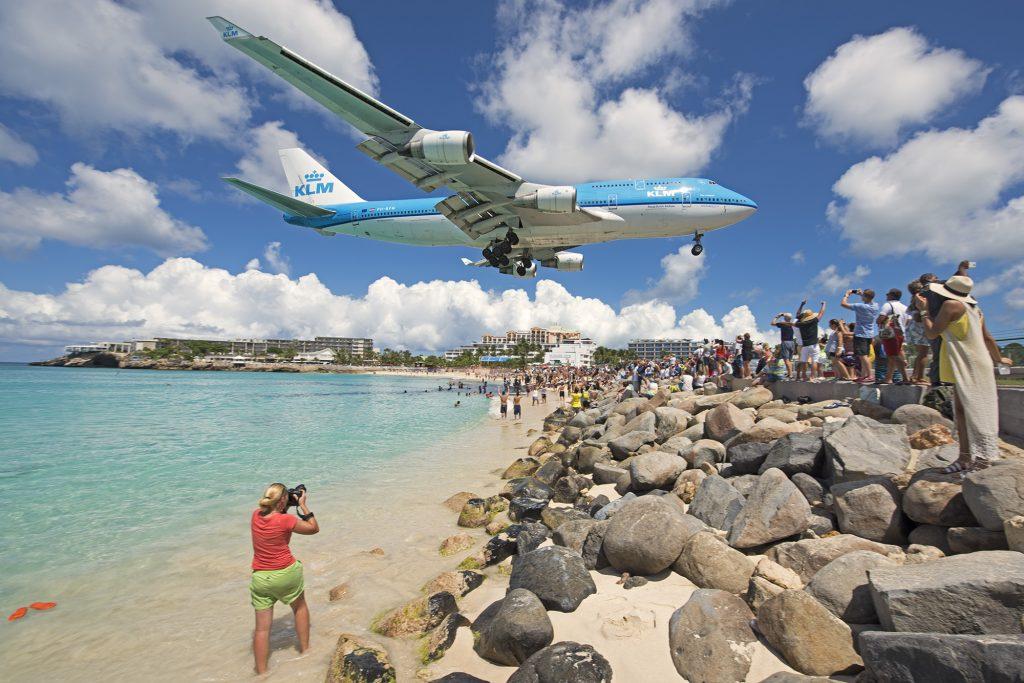 Boeing 747-400 KLM ląduje nad Maho Beach